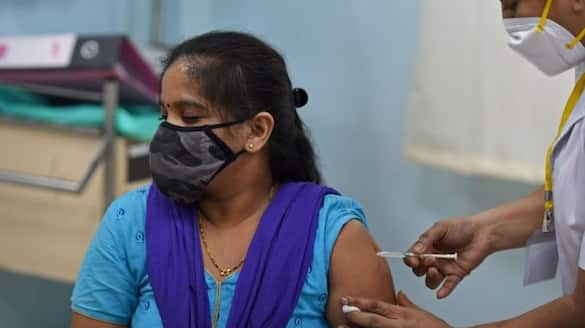 No enough stock of covishield vaccine mega vaccination temporarily stopped in many district of Kerala