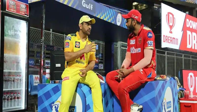 MS Dhoni Passing Tips to Shahrukh Khan After Chennai Beat Punjab in IPL 2021 is Breaking The Internet
