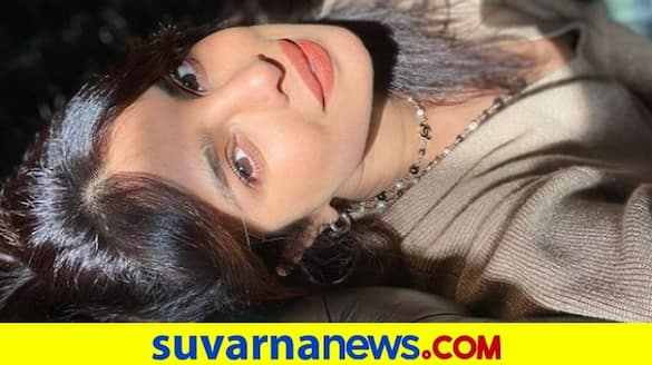 Priyanka Chopra catches light in 1-3 lakh Chanel necklace at London home dpl