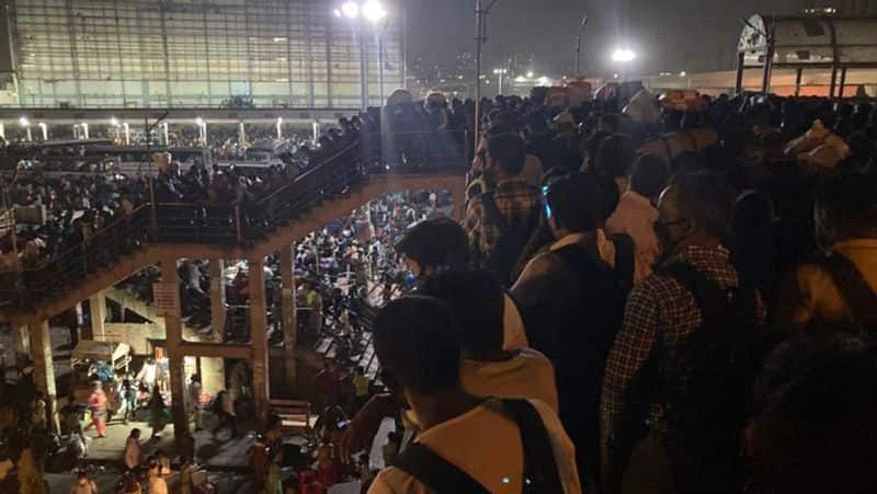 After announcement of lockdown in Delhi, thousand of migrants rush to Anand Vihar to leave  DHA