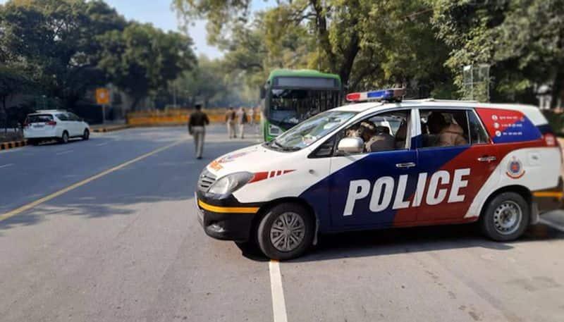 Delhi Police builds green corridor for oxygen tanker kpn