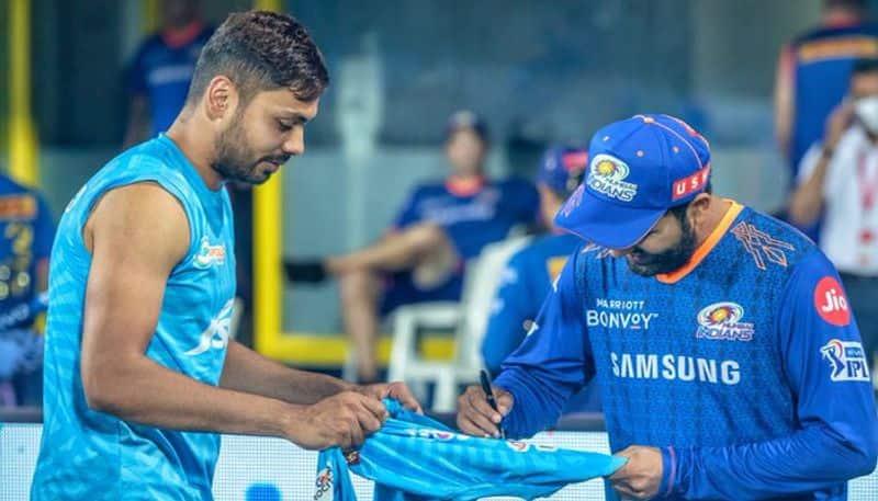 IPL 2021: Rohit Sharma signs fan boy Avesh Khan's Jersey seen the viral pics yet