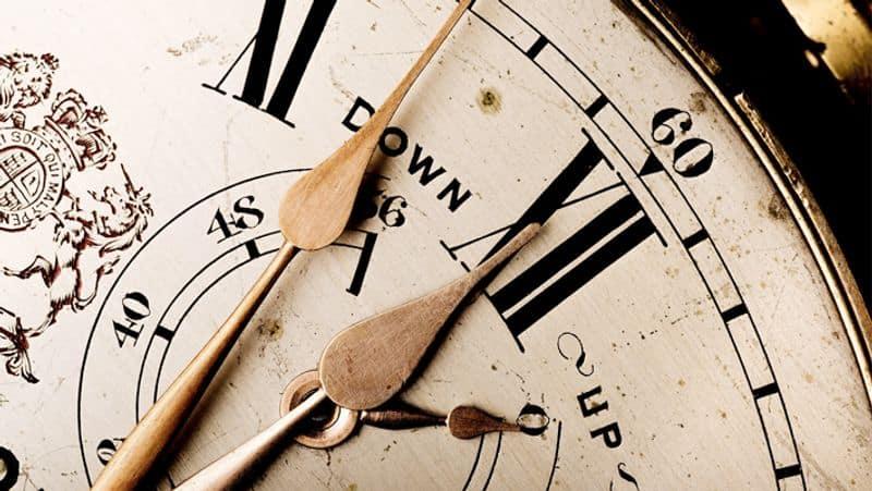 """<p style=""""text-align: justify;"""">हालांकि, घड़ी के अचानक से चलने के लेकर बताया जा रहा है कि इसमें कोई तकनीकी कारण हो सकता है। क्योंकि संभावना जताई जा रही है कि घड़ी के अंदर जमी धूल भूकंप की वजह से हट गई हो और फिर से चलने लगी।</p>"""