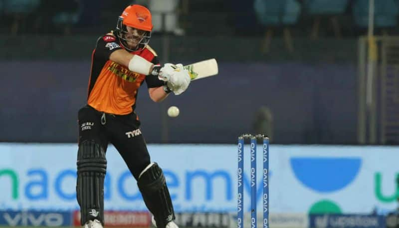 deep dasgupta shows his discontent over sunrisers hyderabad dropped david warner from playing eleven in ipl 2021