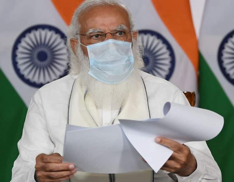 PM Narendra Modi speaks to Maharashtra MP Tamil Nadu CMs on COVID situation pod