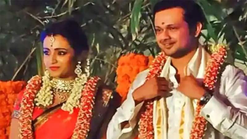 <p>त्रिशा ने कहा था कि उनके मंगेतर वरुण चाहते थे कि शादी के बाद वह एक्टिंग करना छोड़ दें। त्रिशा ने कहा था कि वह अपनी आखिरी सांस तक एक्टिंग करना नहीं छोड़ेंगी। हालांकि, वह अपनी उम्र के हिसाब से रोल सिलेक्ट करेंगी।</p>