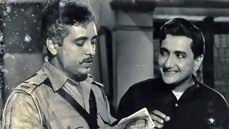 <p>मुंबई के बाद चंद्रशेखर ने पुणे का रुख किया और बतौर कोरस सिंगर काम करने लगे। फिर चंद्रशेखर ने भारत भूषण के साथ मिलकर 3 फिल्म बनाईं। इसके बाद उनका एक्टिंग करियर चमक गया और उन्होंने कई फिल्मों में काम किया।</p>