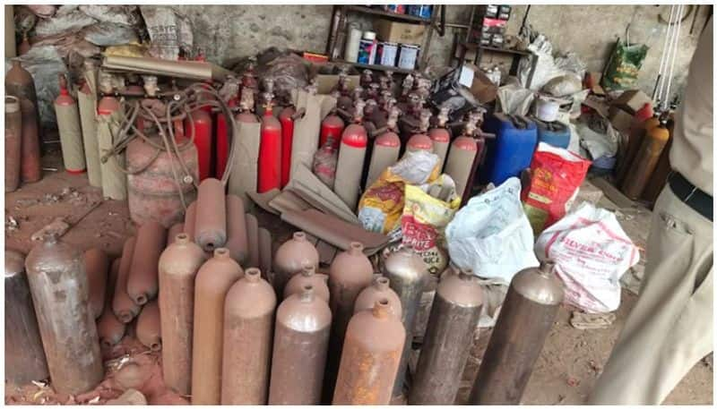 fire extinguishers painted and sold as oxygen cylinder in delhi