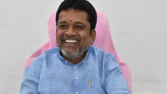 TRS leader, Peddapalli ZP chairman Putta Madhu reaches home