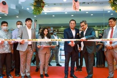 <p>bhima jewelery opens new showroom in sharjah</p>