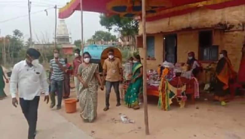 ಕೋವಿಡ್ ಹಿನ್ನೆಲೆ ಮದುವೆ ಮನೆಯಲ್ಲಿ 50 ಜನರಿಗೆ ಮಾತ್ರ ಅವಕಾಶ ನೀಡಿರುವ ಜಿಲ್ಲಾಡಳಿತ