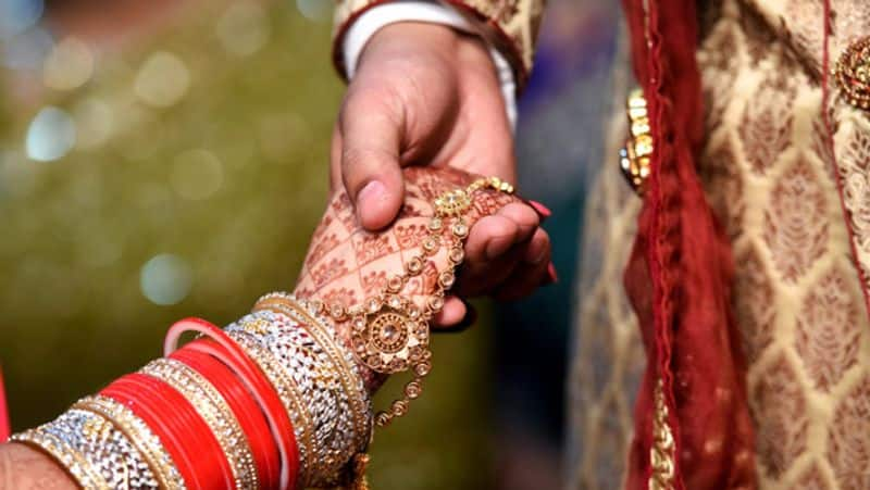 This Wedding in UP Shahjahanpur Was Conducted in Just 17 Minutes mah