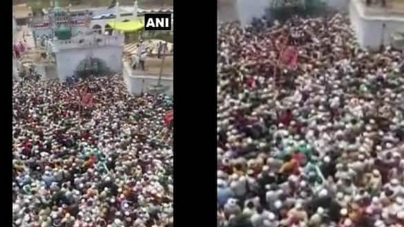 Hundreds of people gathered at a funeral in Uttar Pradesh in defiance of the Covid rules bsm