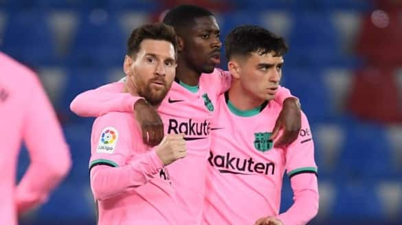 Barcelona 's L a Liga hopes receive a major setback as they drew at Levante