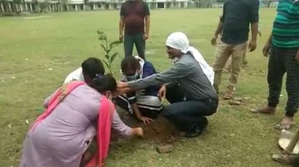 unique message of awareness of the couple by planting trees