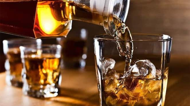 Amid Lockwon Liquor sold for high price in Gadag hotels hls