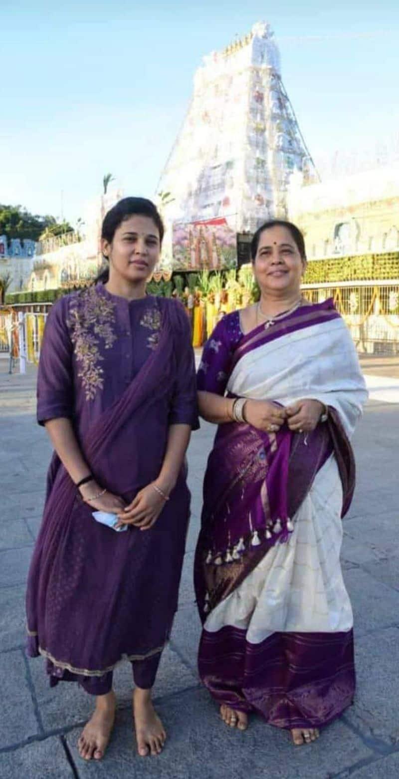 ತಮ್ಮ ತಾಯಿಯೊಂದಿಗೆ ಮೈಸೂರು ಜಿಲ್ಲಾಧಿಕಾರಿ ರೋಹಿಣಿ ಸಿಂಧೂರಿ