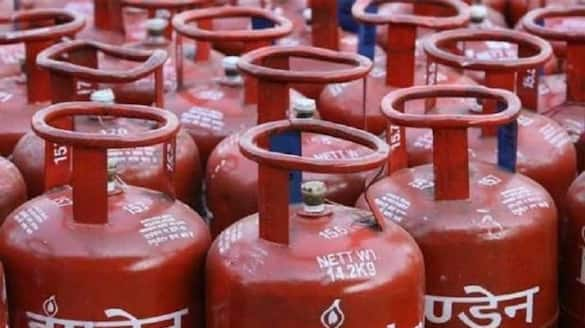 Ministry of Petroleum and Natural Gas opportunities for Select your choice dealer For Refilling LPG snr