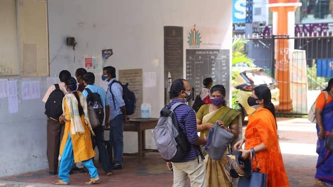 Bengaluru Parents Stage a Protest for Banned Online Class hls
