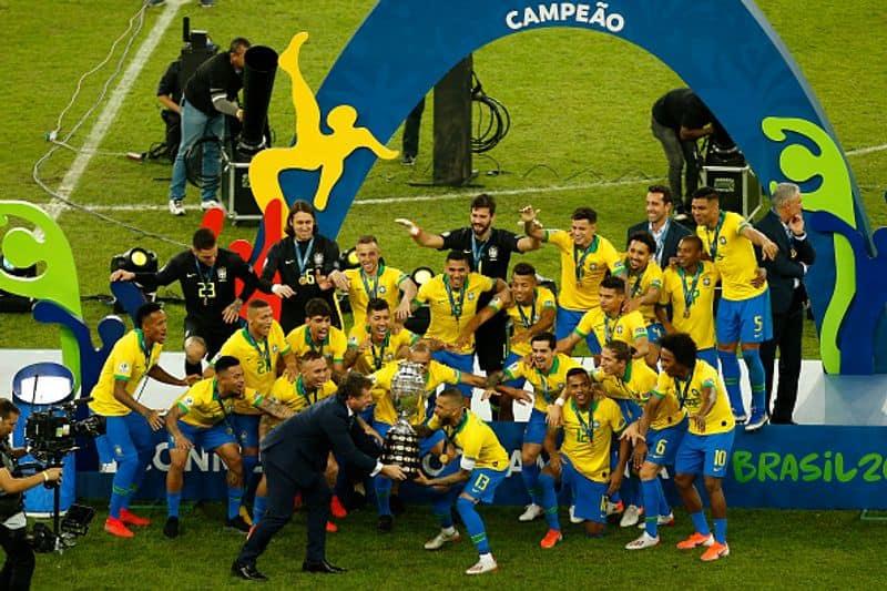 Brasil es, sin duda, el favorito una vez más, y la razón más llamativa para ser el contendiente número uno es su récord limpio de ganar el título como anfitrión.  En las cinco ediciones anteriores como anfitrión, ganó todas las veces.  Además, su impecable forma en la clasificación seguramente lo convertirá en un gran contendiente, mientras que Neymar volverá a jugar un papel clave en su éxito, con el entrenador Tite haciendo un trabajo excepcional hasta ahora.  & nbsp;  Nota: Asianet News pide humildemente a todos que usen máscaras, se esterilicen, mantengan el distanciamiento social y se vacunen lo antes posible.  Juntos podemos y romperemos la cadena de #ANCares #IndiaFightsCorona