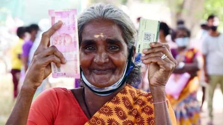 மக்களே மறந்துடாதீங்க.. ரேஷன் கடைகளில் 2000 ரூபாய் விநியோகம்.. நாளை முதல்  ஆரம்பம்.. | People should not forget .. 2000 rupees distribution in ration  shops .. Starting from tomorrow ..