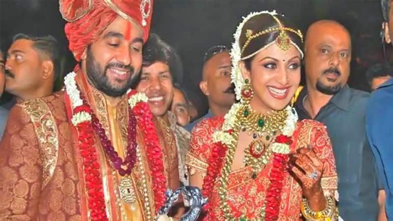 राज कुंद्रा ने शादी की पहली सालगिरह पर शिल्पा को दुबई में बुर्ज खलीफा के 19वें फ्लोर पर एक अपार्टमेंट गिफ्ट किया था। रिपोर्ट्स की मानें तो इस अपार्टमेंट की कीमत करीब 50 करोड़ रुपए है।