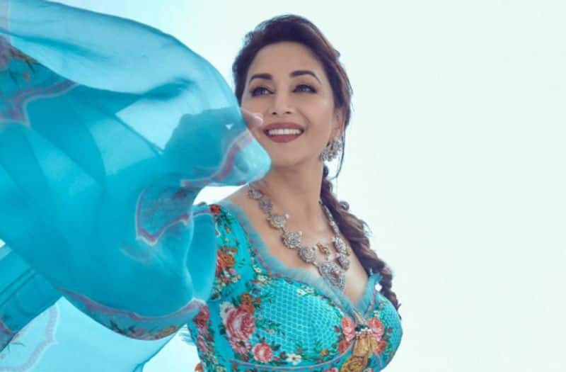 When Madhuri Dixit revealed one thing she has that Juhi Chawla doesn't-SYT