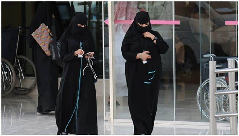 saudi allowed women to live alone without permission from male guardian