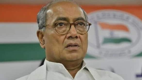 Controversial chat on revoking of Article 370 between Digvijay and a Pak journalist has busted