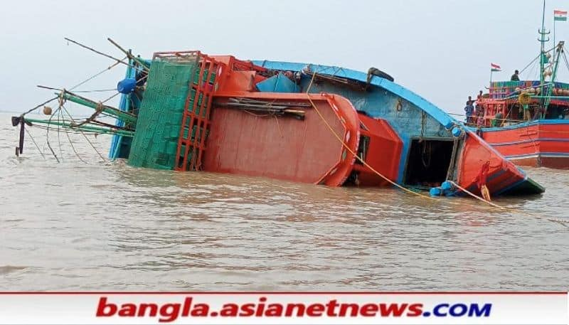 One died due to fishing trawler overturned in the river at Nandigram area RTB