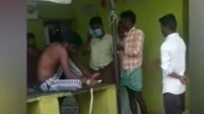 Ballari Man Comes To Hospital With Snake After Bite hls