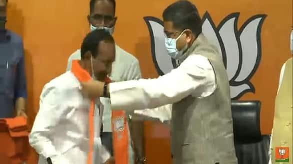 Eatela Rajender joins in BJP, Tarun Chug invites him into the party