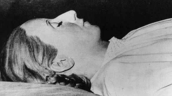 life  death and funeral story of Eva Peron