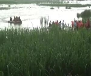 NDRF rescues 150 people stranded on boat in Narayani river pwa