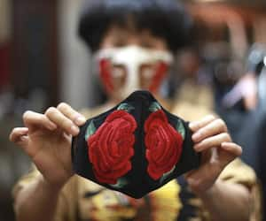 Tremendous sales  of Khadi masks, footwear and paints in Corona period, record breaking business even after lockdown