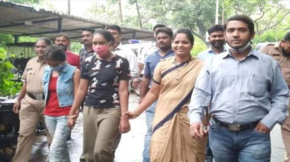 two lady serial actresses  commits robbery police arrest them ksr