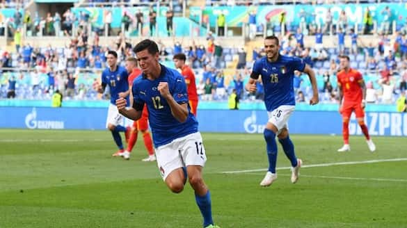 Italy into the pre quarters of Euro after third win group A