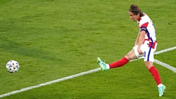 Croatia and England into the pre quarters of Euro Cup