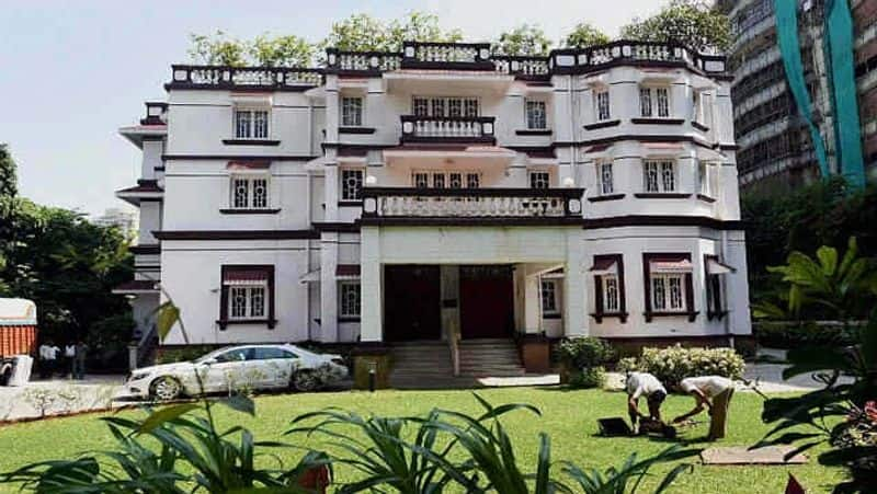 जटिया हाउस - 425 करोड़ 30,000 वर्ग फुट में फैला ये घर इस लिस्ट में चौथे नंबर पर है। इसके मालिक केएम बिड़ला है। बर्मा टीकवुड से बने 20 बेडरूम वाले इस घर की कीमत 425 करोड़ रुपये है।