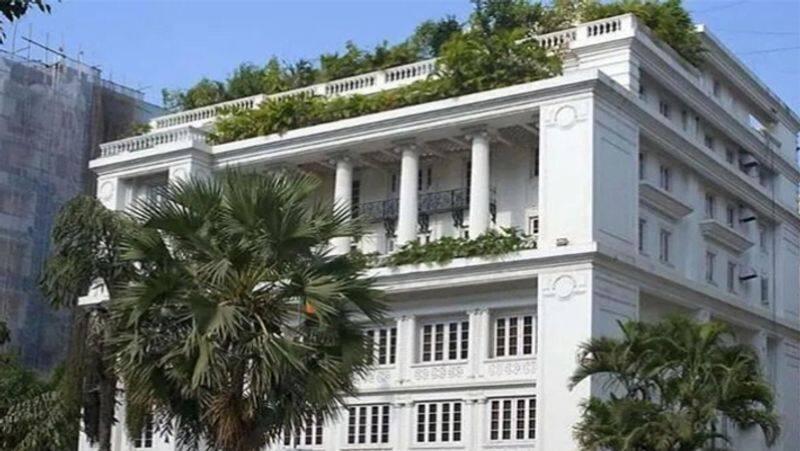 जिंदल हाउस - 150 करोड़ इस लिस्ट में अगला घर राजनेता-उद्योगपति नवीन जिंदल का है, जो दिल्ली शहर के सबसे पॉश इलाके में स्थित है। उनका आलीशान घर 3 एकड़ में फैला है और इस घर की कीमत 125-150 करोड़ रुपये है।