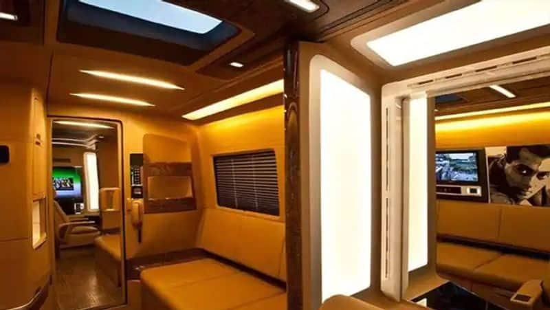 सलमान की वैन में सीट्स के लिए टॉप क्वॉलिटी का लेदर इस्तेमाल किया गया है।