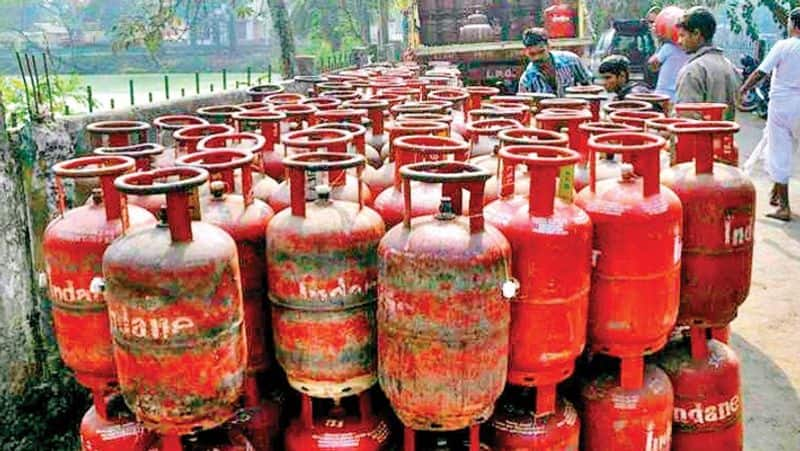 Ramadoss condemns cooking gas price hike