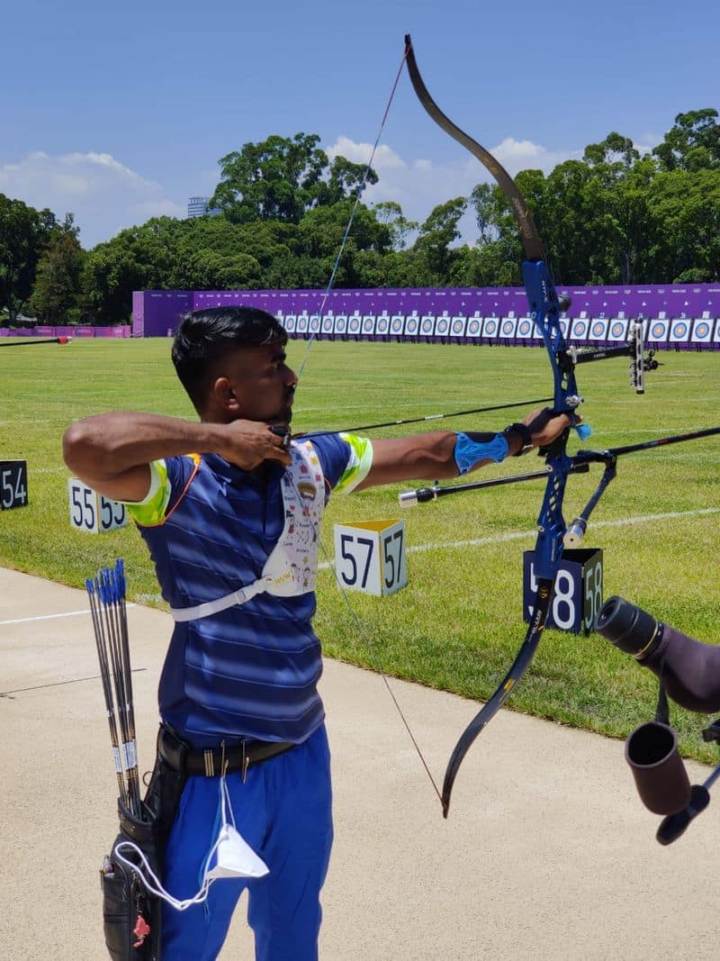 India competes in 85 medal events.  The Olympic Village accommodates athletes, coaches and officials in 21 complexes. & Nbsp; (Indian archers in final training)