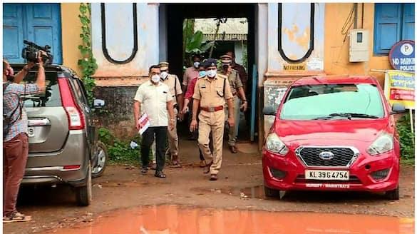 kerala police to prepare a special report in kodakara hawala case