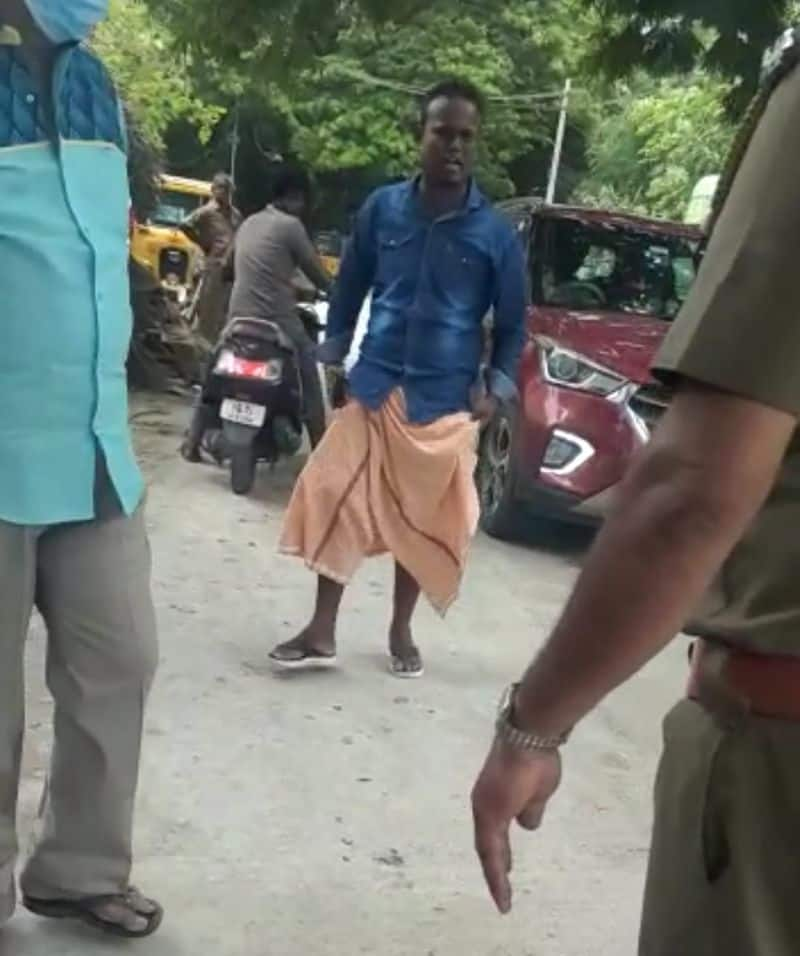 Hey leave .. this is my own town .. the rowdy  threaten the police in the middle of the road .. shocking scene.