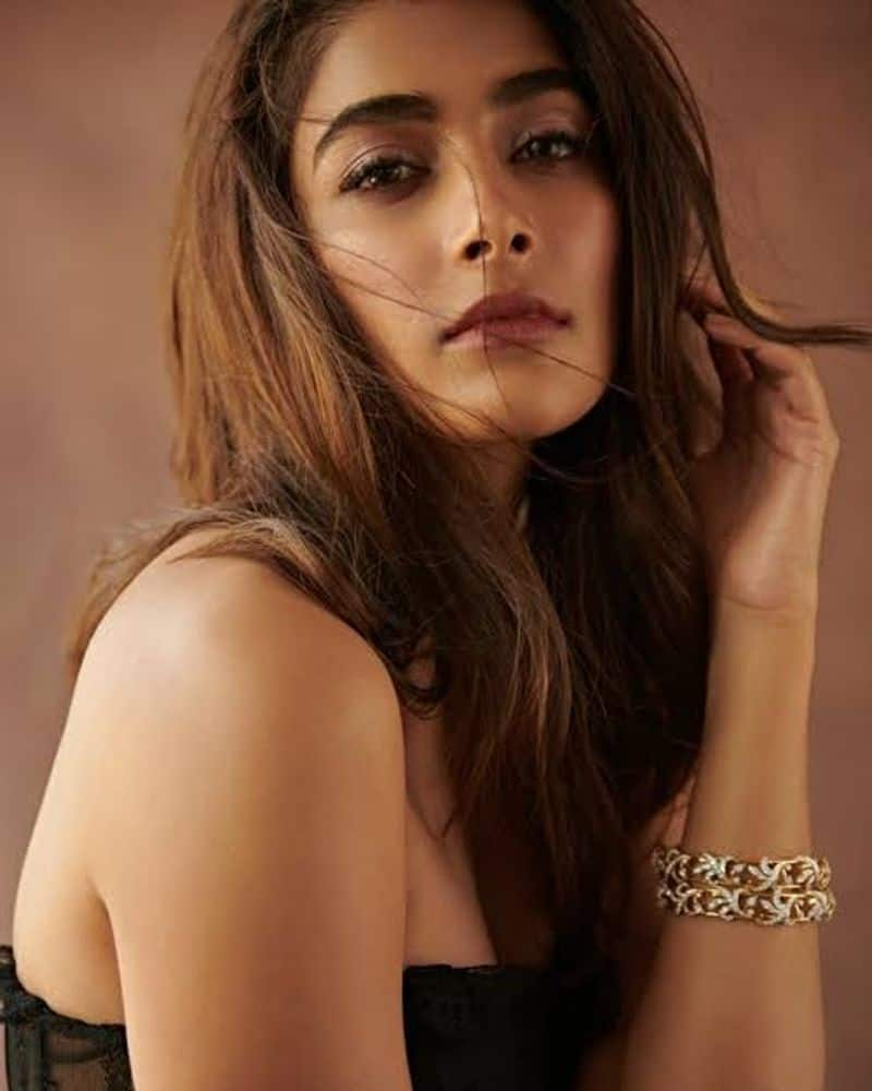Bollywood Pooja hegde shares about food diet vcs