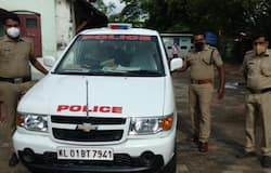 <p>Police Helps pregnant</p>