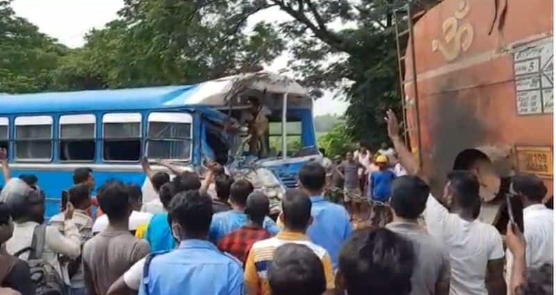 road accident in burdwan injured many bmm