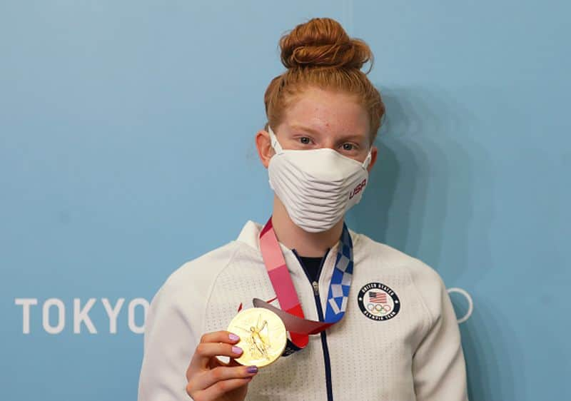 Tokyo 2020 Womens 100m breaststroke gold winner 17 year old Lydia Jacoby also a singer