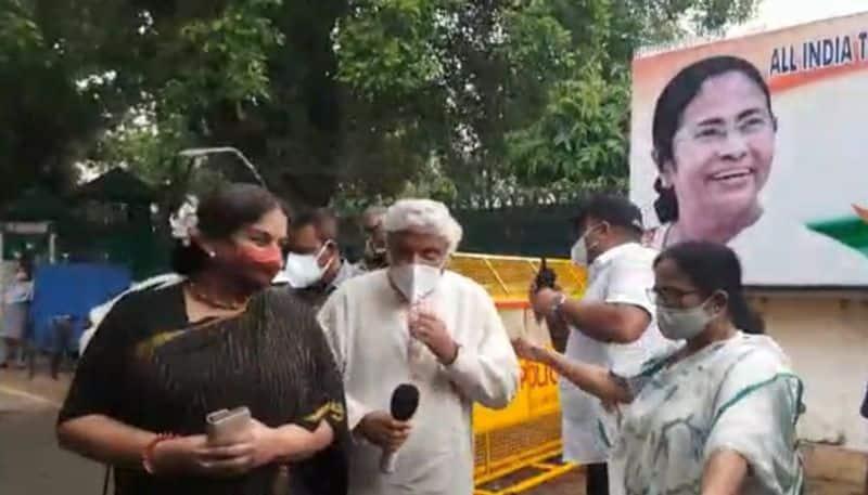 Javed Akhtar and Shabana Azmi meet Mamata Banerjee in Delhi bpsb